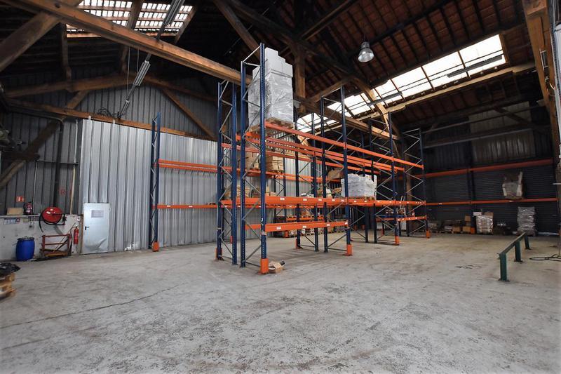 Locaux industriels avec 9m de HSP Cour Saint Emilion - Photo 1
