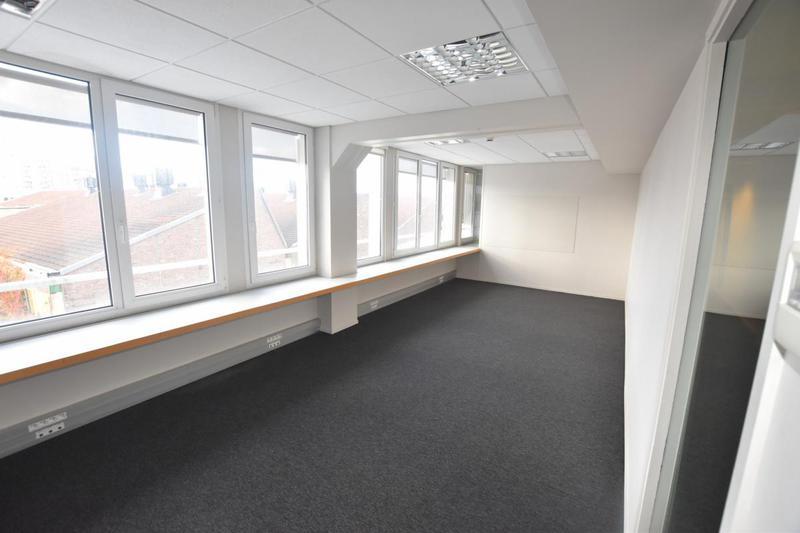 Plateau de bureaux refait à neuf à louer - grande facilité d'aménagement - Photo 1