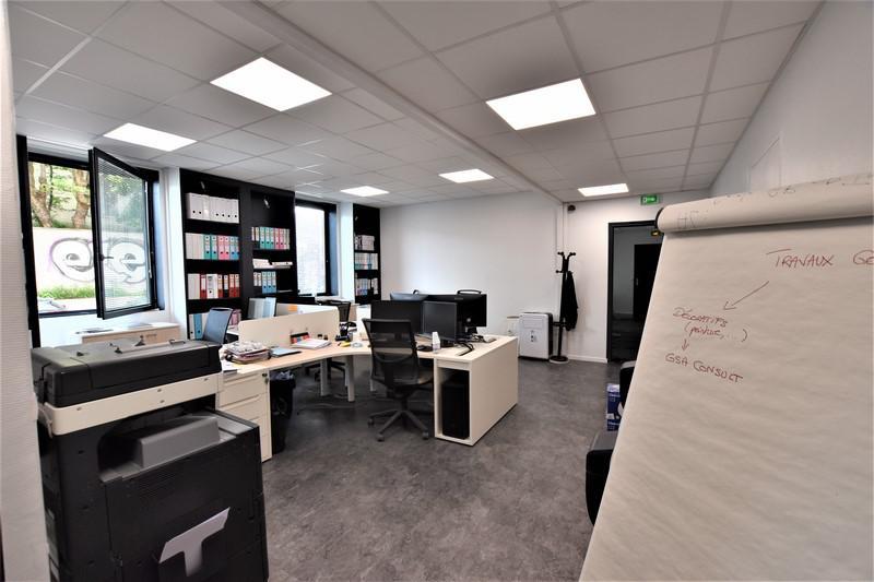Bureaux entièrement rénovés et câblés à 5 minutes à pied de la Gare de Saint Denis - Photo 1