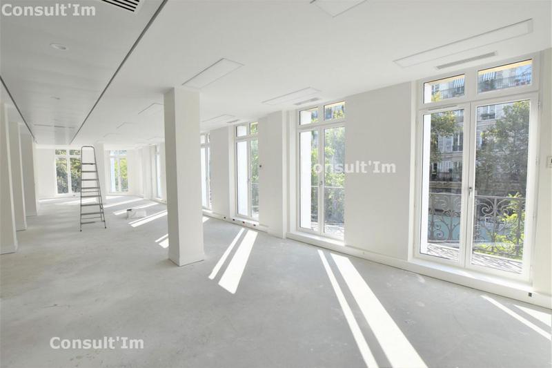 Bureaux refait neuf avec balcon filant - Photo 1