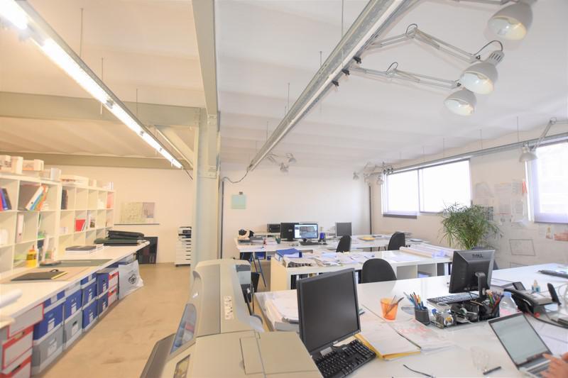 Location bureaux paris 11 75011 52m for Surfaces atypiques paris
