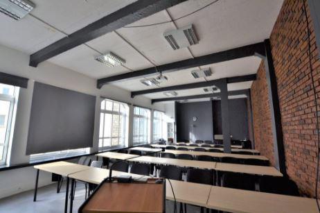 Bureaux au 3e étage d'un bel immeuble ancien de style industriel - Photo 1