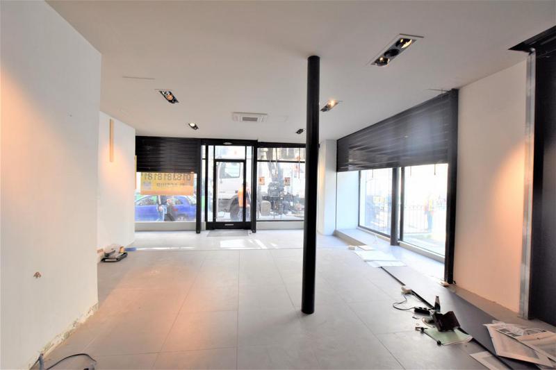 Dans un bel immeuble Pierre de taille, boutique à louer sur deux niveaux - Photo 1