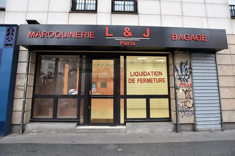Boutique au pied du métro Louis Blanc - Photo 1