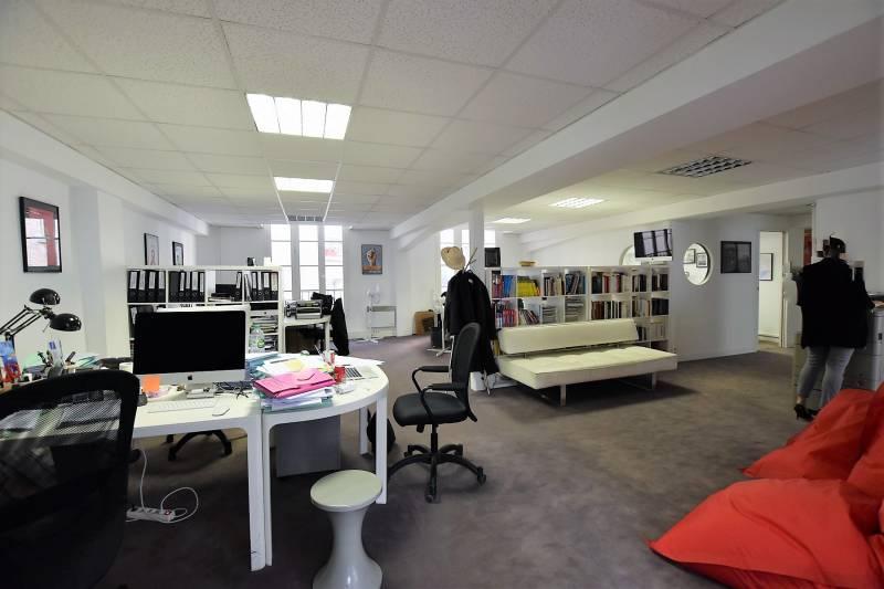 location bureaux paris 75017 129m2. Black Bedroom Furniture Sets. Home Design Ideas