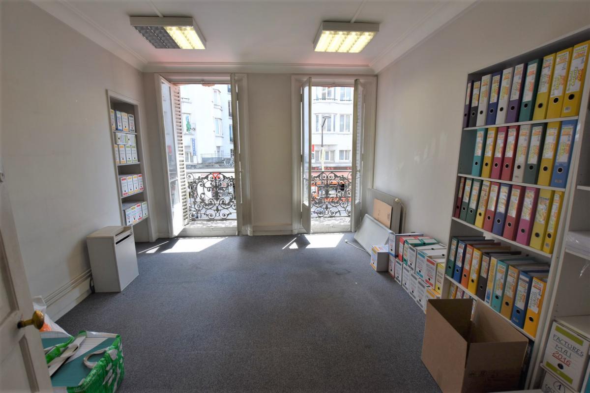 location bureaux paris 10 75010 104m2. Black Bedroom Furniture Sets. Home Design Ideas
