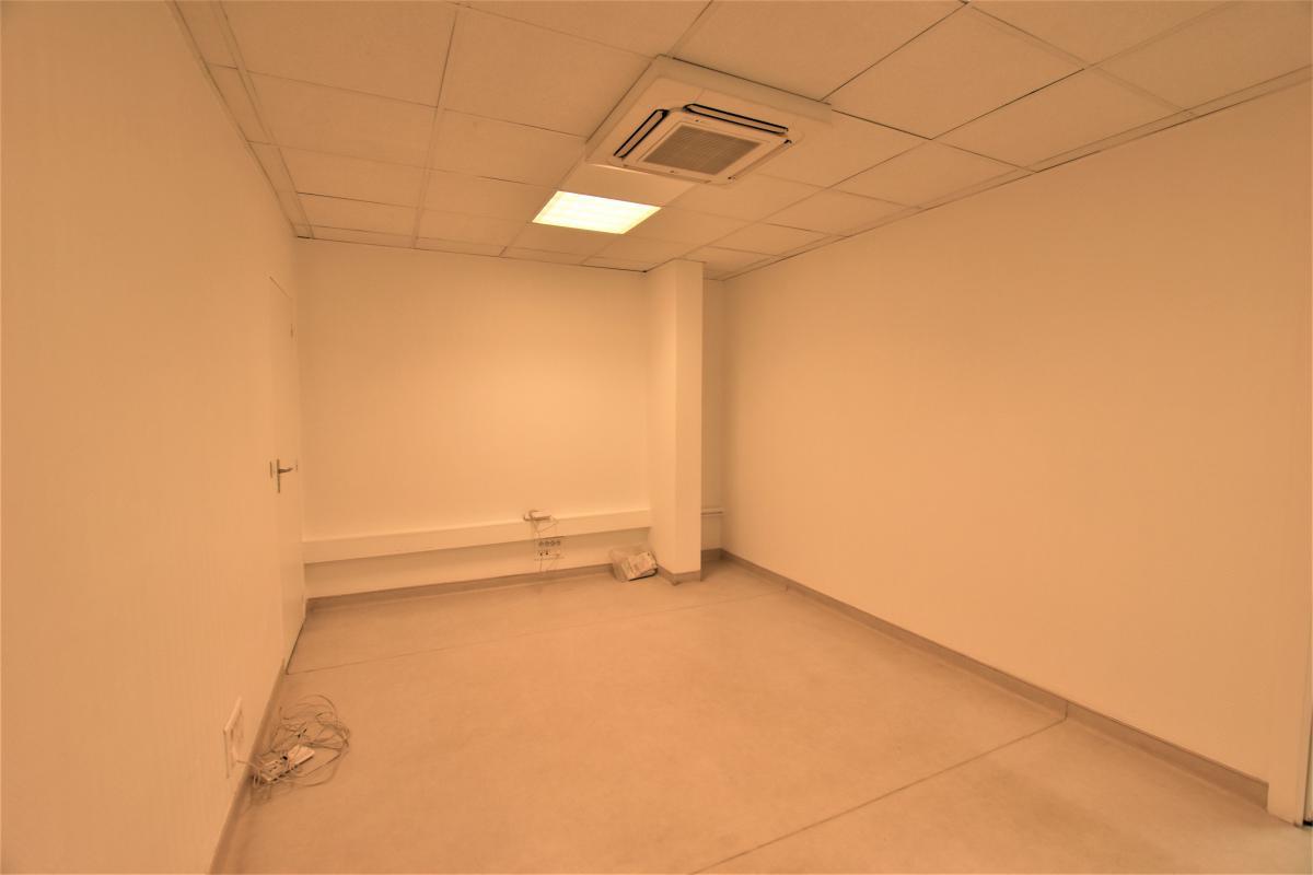 location bureaux paris 7 75007 20m2. Black Bedroom Furniture Sets. Home Design Ideas