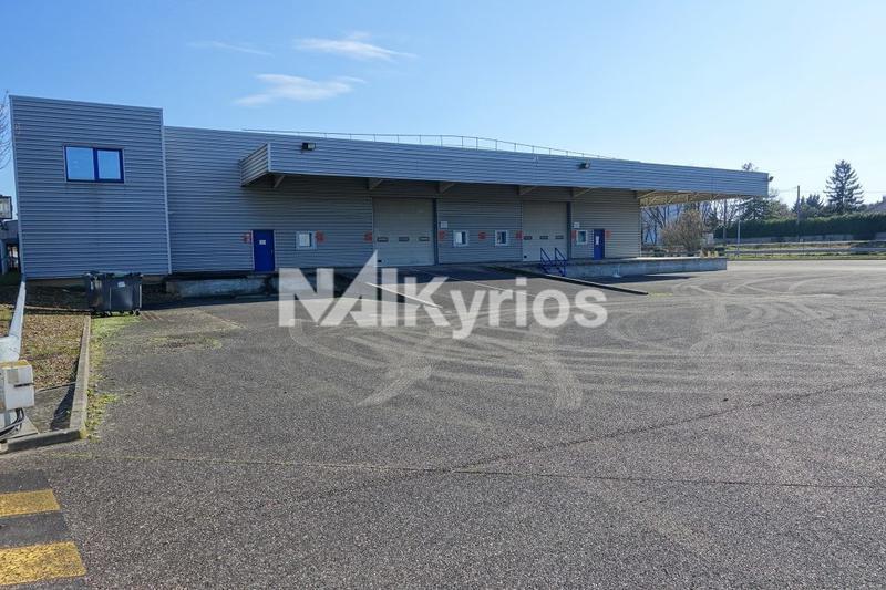 A LOUER - 2 164 m² de locaux d'activité à St Quentin Fallavier - Photo 1