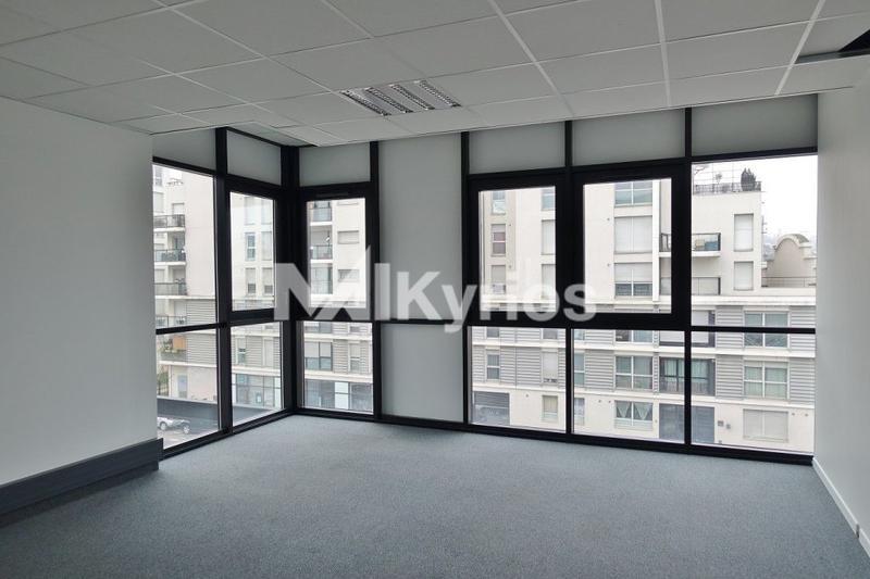 A LOUER - 310 m² de bureaux divisibles à partir de 99 m² à Lyon 7 - Photo 1