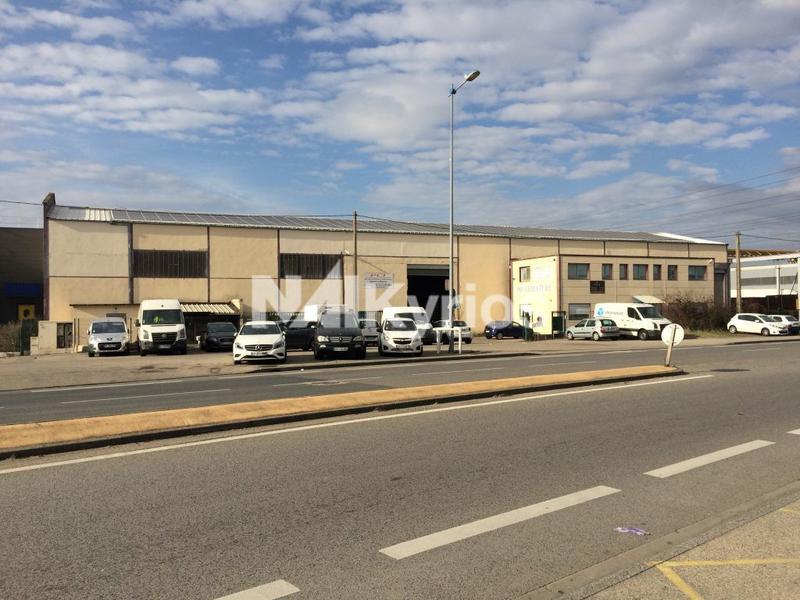A VENDRE / A LOUER - Local d'activité de 2 270 m² sur un terrain de 3 878 m² équipé de ponts roulants à Corbas - Photo 1