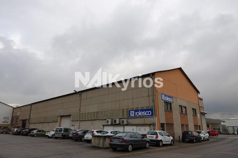 A LOUER - Local d'activités de 740 m² à Vénissieux - Photo 1