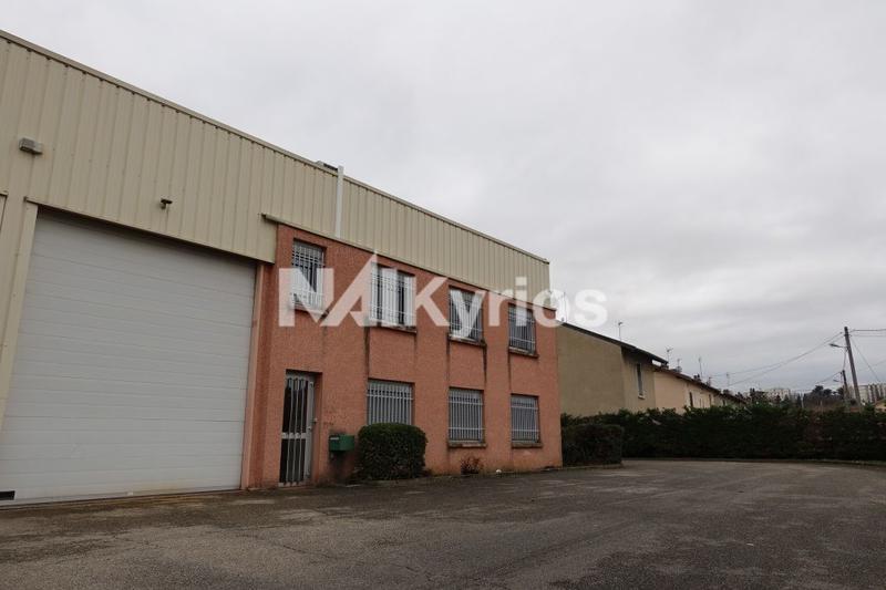 A VENDRE/A LOUER - Local d'activité de 380 m² à Vénissieux - Photo 1