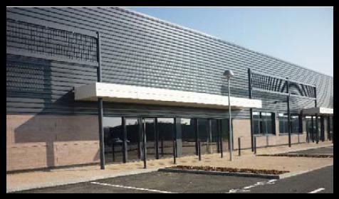 A LOUER - Local commercial neuf de 230 m² à SAINT BONNET DE MÛRE - Photo 1