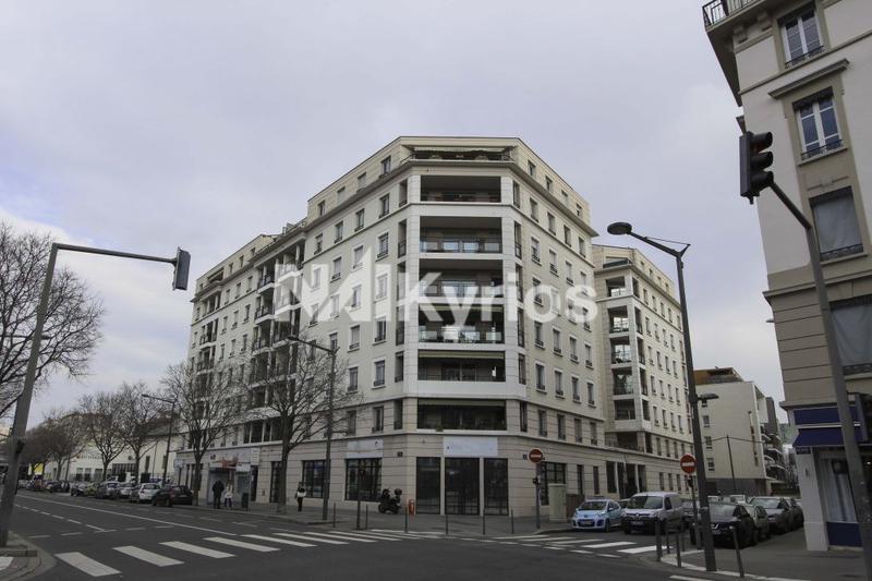 A LOUER - 380 m² de bureaux en RDC div. à partir de 170 m² à Lyon Jean Jaurès - Photo 1