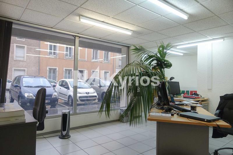 A VENDRE - 92 m² de bureaux en RDC à Villeurbanne - Photo 1