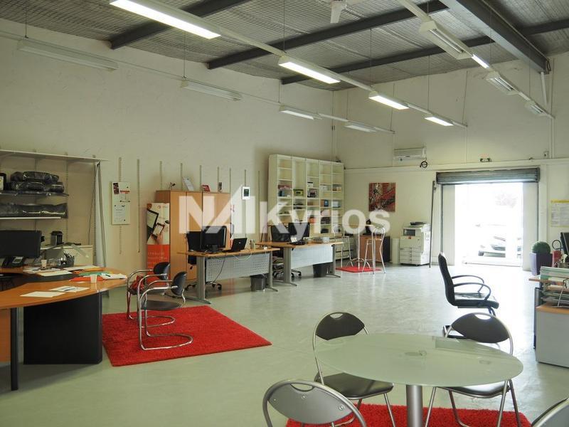 A LOUER - Local d'activité / showroom de 135 m² à Beynost - Photo 1