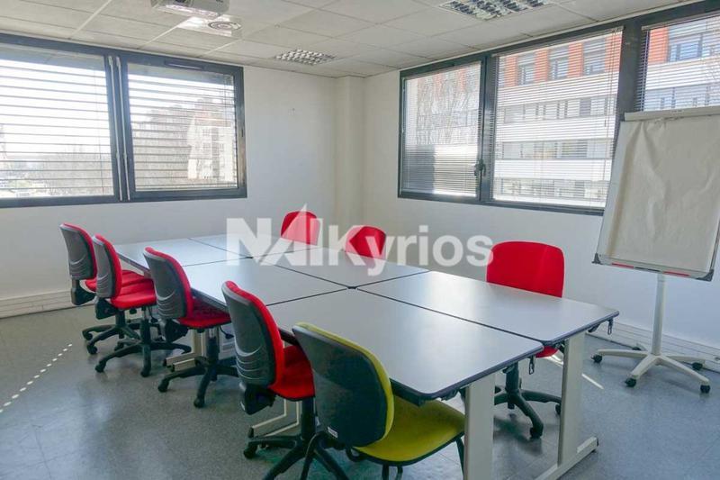 A LOUER - Immeuble de bureaux de 1 970 m² à Lyon 7ème - Photo 1