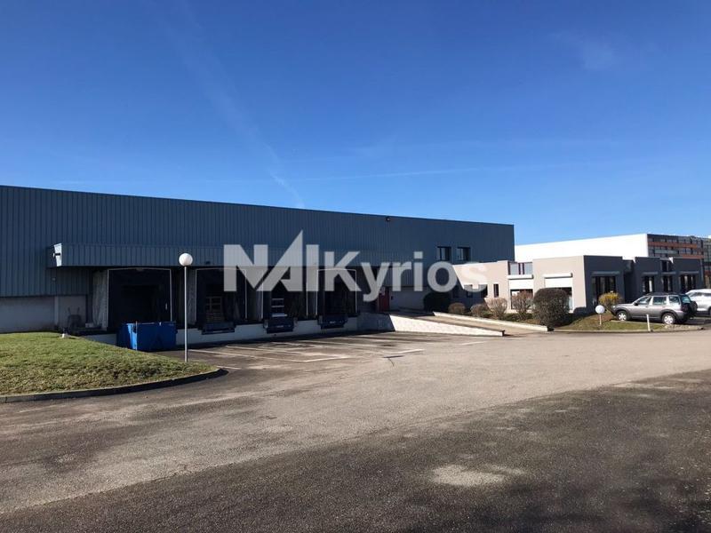 A LOUER - Local d'activité de 4 450 m² sur terrain de 8 700 m² à Genas - Photo 1
