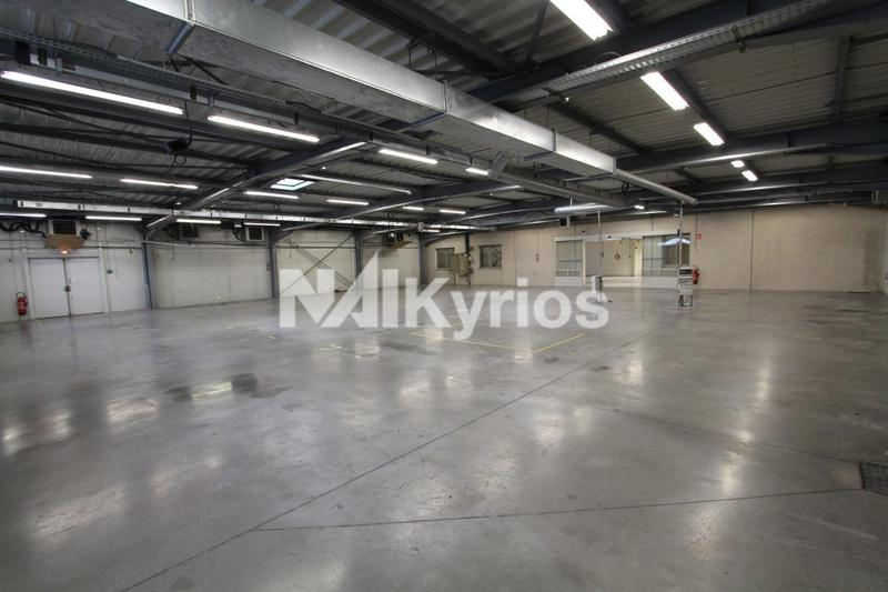 A VENDRE - Bâtiment d'activité de 1 903 m² sur un terrain de 5 141 m² à Meyzieu - Photo 1