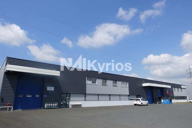 A LOUER - Local d'activités de 1 384 m² div. à partir de 508 m² à Lozanne - Photo 1