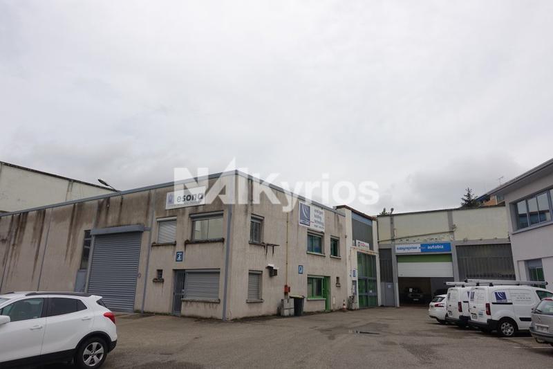 A LOUER - Local d'activité de 540 m² avec belle hauteur à VENISSIEUX - Photo 1