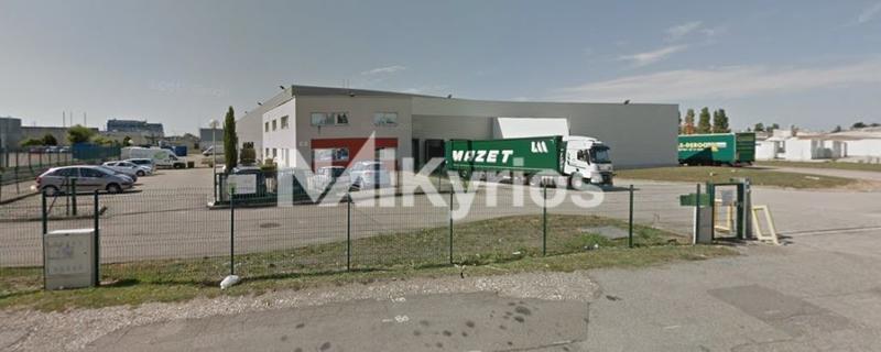 A LOUER - Local d'activité de 3 327 m² sur son terrain de 11 888 m² à Meyzieu - Photo 1