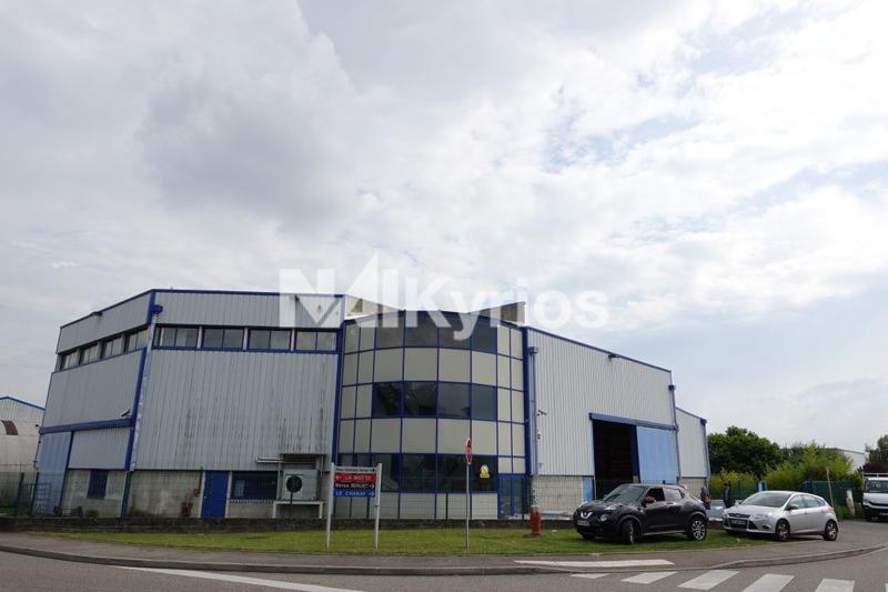 A VENDRE - Local d'activité de 1 200 m² à Saint Bonnet de Mûre - Photo 1