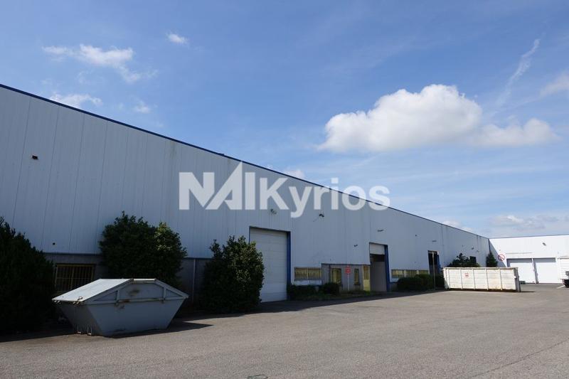 A LOUER - Local d'activité de 1 000 m² à Chassieu - Photo 1