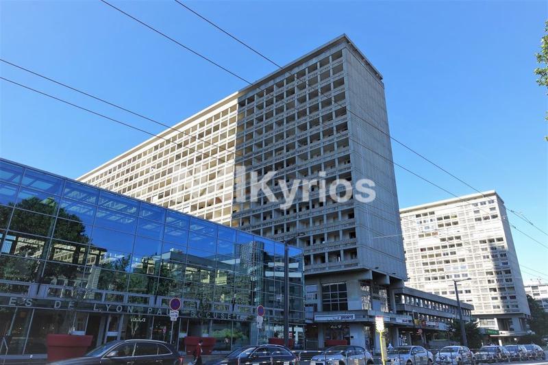 A LOUER - Bureaux de 345 m² en RDC divisibles à partir de 56 m² à Lyon 3 - Photo 1