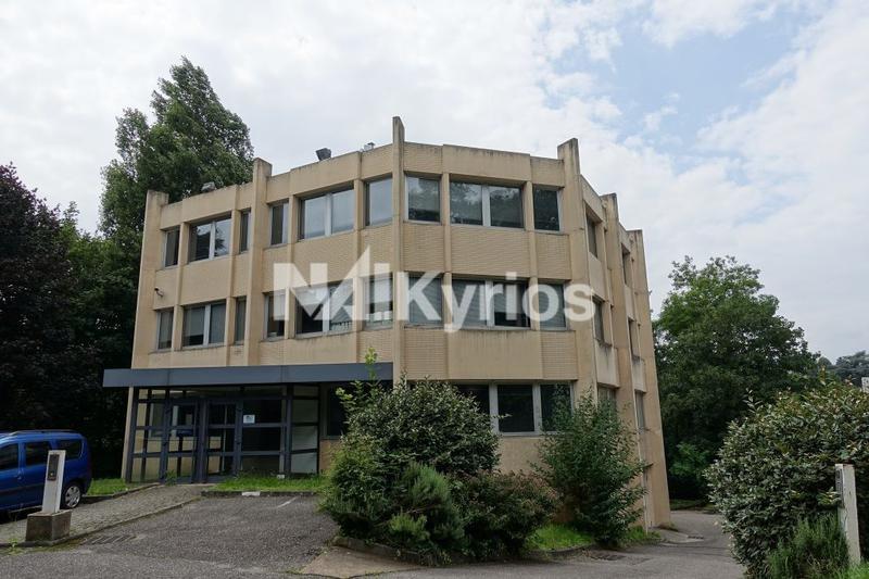 A LOUER - Bureaux de 389 m² div. à partir de 99 m² à Ecully - Photo 1
