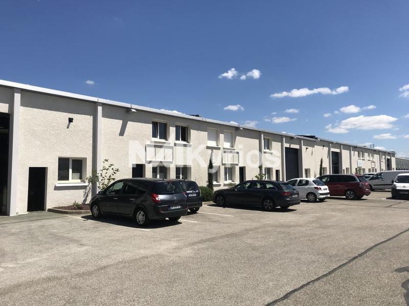 A LOUER - Bureaux et Locaux d'activités entre 170 et 917 m² à Décines - Photo 1