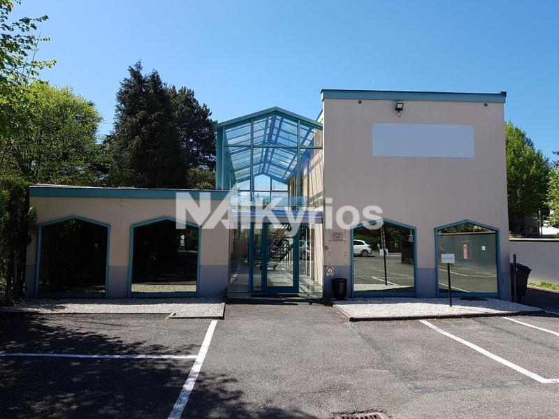 A LOUER - Bureaux de 121 m² divisibles à partir de 48 m² à Tassin - Photo 1