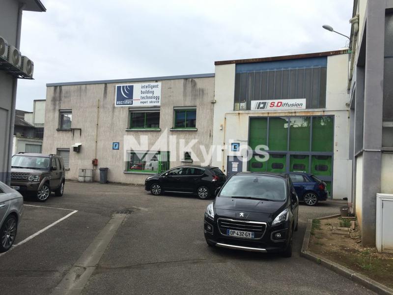 'PARC PRESSENSE' A LOUER - Local d'activité de 310 m² à Vénissieux - Photo 1