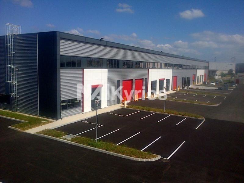 A LOUER - Locaux d'activités neufs de 652 et 738 m² à Meyzieu - Photo 1
