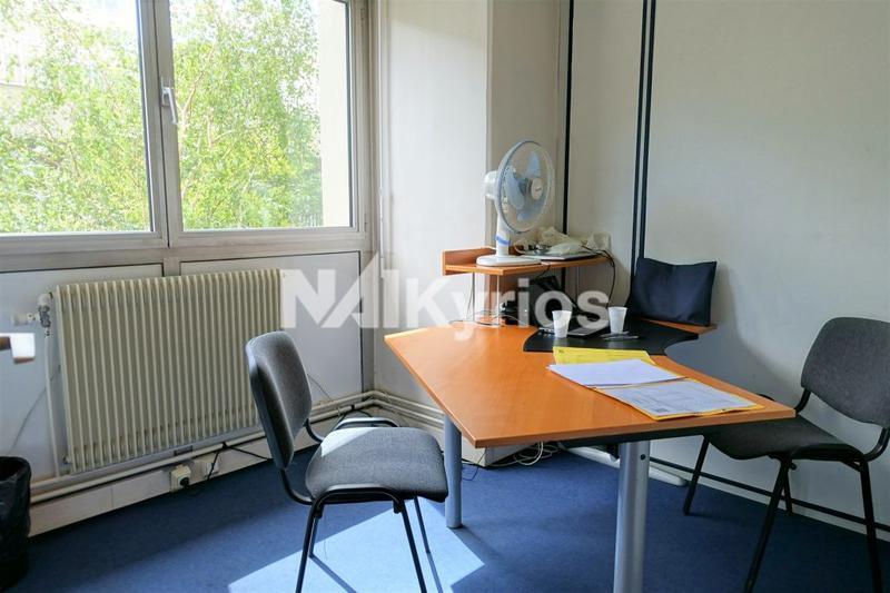 A LOUER - 242 m² de bureaux divisibles à partir de 86 m² à Lyon 3 - Photo 1