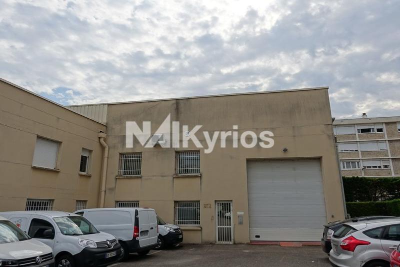 A LOUER - Local d'activité de 1 090 m² div. à partir de 321 m² à Lyon 7 - Photo 1