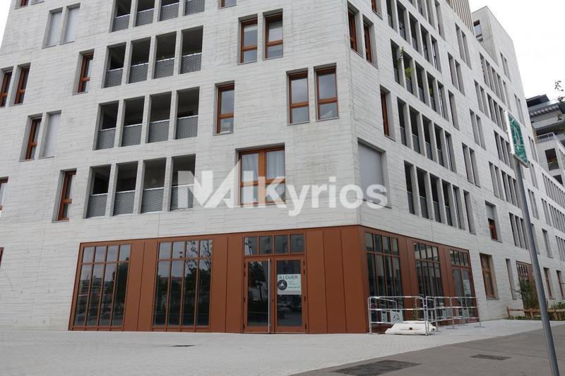 A VENDRE / A LOUER - Local commercial de 386 m² div. à partir de 183 m² à Lyon 7 - Photo 1