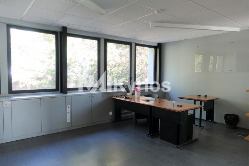 A LOUER - Bureaux de 380 m² divisibles à partir de 50 m² à Saint Priest - Photo 1