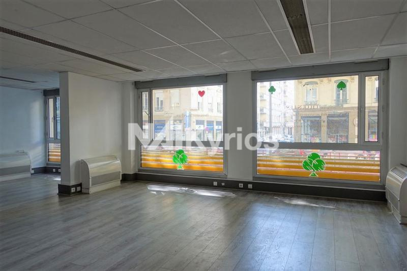 A LOUER - 196 m² de bureaux à Lyon 6 - Photo 1