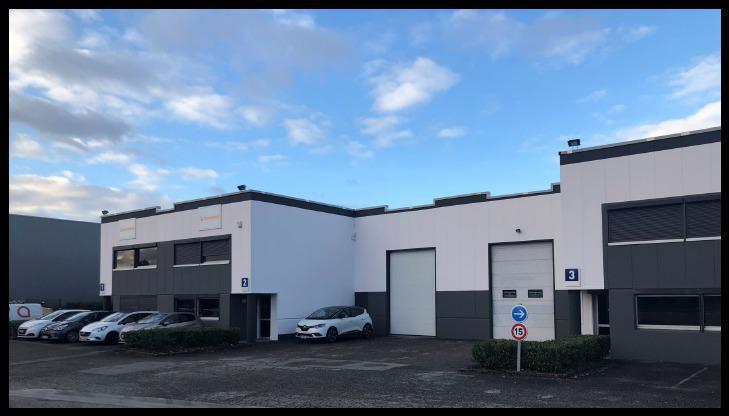 A LOUER - Local d'activité de 363 m² à Décines - Photo 1