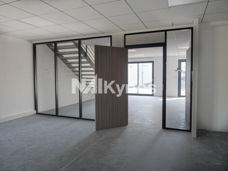 A VENDRE/A LOUER - 730 m² de bureaux divisibles à partir de 140 m² à St Laurent De Mûre - Photo 1