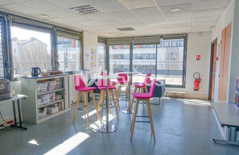 A LOUER - Immeuble de bureaux de 1 970 m² div. à partir de 293 m² à Lyon 7ème - Photo 1