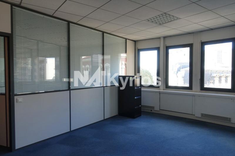 'LE RENAN' - A LOUER 148 m² de bureaux à Lyon 7 - Photo 1