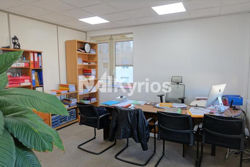 A VENDRE/ A LOUER 108 m² de bureaux refaits à neuf à Villeurbanne - Photo 1