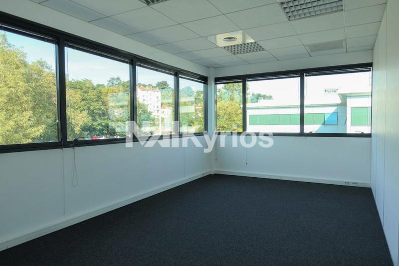 'LES PORTES DU RHONE' A LOUER - Bureaux de 677 m² div. à partir de 216 m² à Caluire - Photo 1