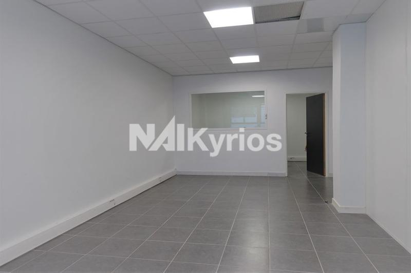 A LOUER - 146 m² de bureaux refaits à neuf ERP catégorie 5 en RDC à Villeurbanne - Photo 1