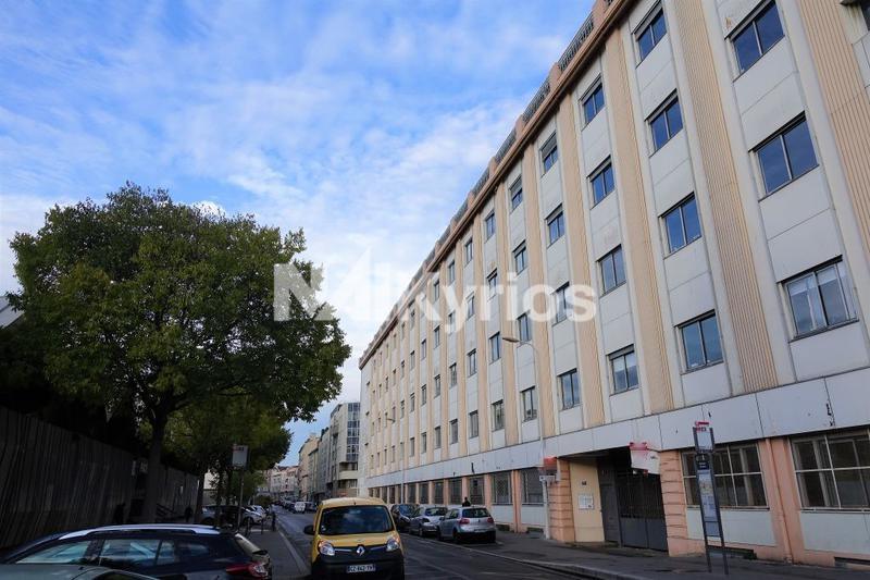 A LOUER - 456 m² de bureaux en R+1 à Lyon 3 - Photo 1