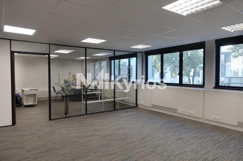 'ODIN' - A lOUER 163 m² de bureaux entièrement rénovés à Villeurbanne - Photo 1