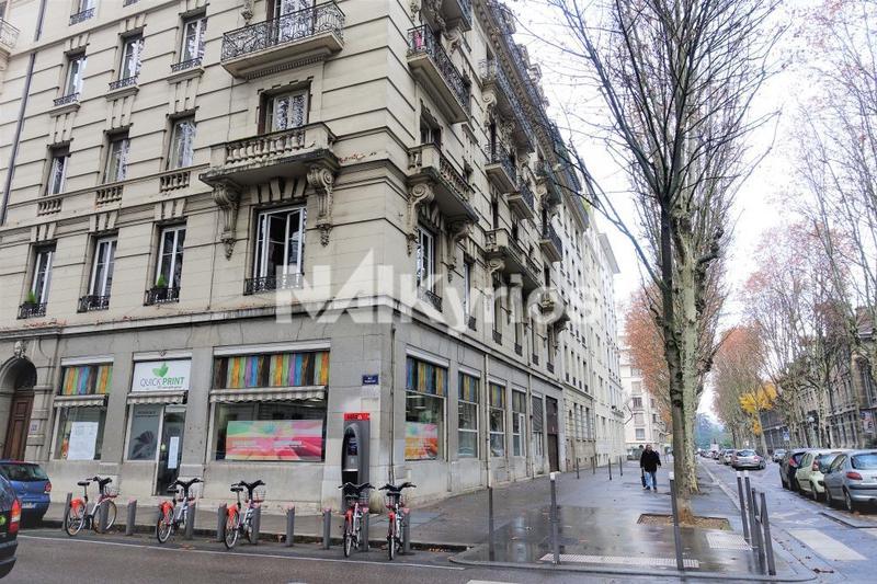 A LOUER - Bureaux/ Local commercial de 205 m² en RDC - excellente visibilité Lyon 6 - Photo 1