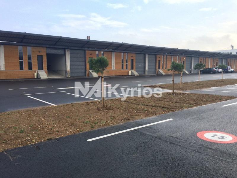 A VENDRE A LOUER - Locaux d'activité et bureaux à partir de 181 m² à St Priest - Photo 1